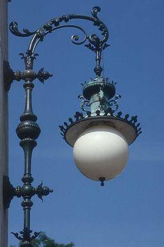 Outdoor lantern lighting