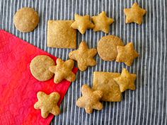Whole Wheat Cheddar Crackers from Weelicious.com