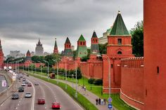 Forbidding walls of Moscow Kremlin. Moscow Kremlin, Creative Architecture, Architecture Design, Diy, Urban, Mansions, House Styles, Walls, Colours