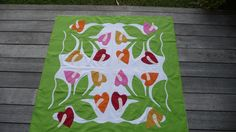 Tifaifai cousu main, motif fleurs polynésiennes, anthuriums : Chambre d'enfant, de bébé par ducotedetahiti