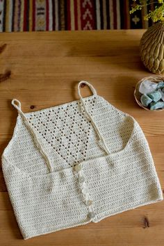 Green Bird – DIY fashion, decoration and interior: Instructions for a crocheted crop top with a diamond pattern – Best Knitting 2020 Croc Top Crochet, Crochet Crop Top, Crochet Bodycon Dresses, Black Crochet Dress, Mode Crochet, Crochet Diy, Ravelry Crochet, Diy Crop Top, Crop Tops