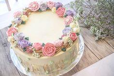 Floral Series Customised Cakes - Baker's Brew Studio Singapore - Home decor Flores Buttercream, Buttercream Cake Designs, Cake Decorating Frosting, Creative Cake Decorating, Cake Decorating Designs, Birthday Cake Decorating, Cake Decorating Techniques, Elegant Birthday Cakes, Birthday Cake With Flowers