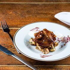 Köstliche Wachtel auf Champignons im Restaurant Richwater & Mitchell in Berlin Moabit