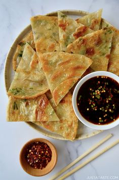All you need is a few basic pantry and fridge ingredients for the ultimate recipe for Easy Scallion Pancakes perfect for dunking in a sweet and spicy soy dipping sauce. Pancakes Weight Watchers, Homemade Burger Buns, Sauce Recipes, Cooking Recipes, Cooking Tips, Chinese Appetizers, Chinese Desserts, Healthy Pumpkin, Asian Cooking