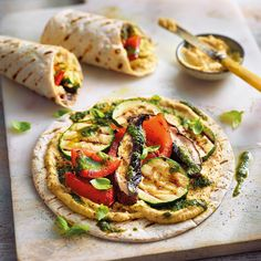 Wraps with grilled vegetables and hummus Healthy Recipes Salmon Recipes, Veggie Recipes, Mexican Food Recipes, Vegetarian Recipes, Healthy Recipes, Healthy Wraps, I Love Food, Good Food, Yummy Food
