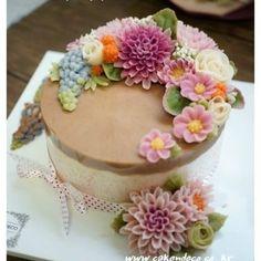 Soy bean paste cream flower ricecake.  Basic class 4th  Soy bean  paste cream flower ricecake~♡ 韩式豆沙裱花  #cake #modelling #flowercake #barbie  #flowercake #flower #design #dessert#food#ricecake #class #inquiry #CAKEnDECO  # 韩式豆沙裱花  #앙금플라워떡케이크  #앙금플라워 #앙금플라워떡케익  #플라워케이크 #韩式裱花 #앙금모델링 #떡케이크 #케이크  #떡 #디저트#花#koreanflowercake #韓国式 #포토그램 #플라워 #플라워케이크 #裱花  #beanpaste # #케익앤데코  KakaoTalk, WeChat ID : cakendeco Line ID : cakendeco  http://www.cakendeco.co.kr