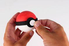 Fabriquer une Pokéball - Activités enfantines - 10 Doigts Pokeball Diy, Art For Kids, Crafts For Kids, Pokemon Birthday, Animation, Activities, Superhero, Animals, Nouvel An