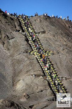 Tangga menuju kawah gunung Bromo http://www.tiket2.com/indonesia/promo/tiket-pesawat-Indonesia-SURABAYA-06-05-idr-oneway.html
