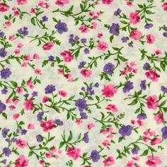 Coton imprimé fleurs roses, vertes et mauves sur fond blanc
