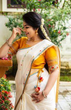 Stylish Girls Photos, Girl Photos, Kerala Traditional Saree, Indian Fancy Dress, Saree Shopping, Online Shopping For Women, Beautiful Indian Actress, Most Beautiful Women, Indian Beauty
