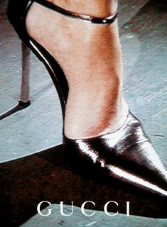 My first Tom Ford crush: the steel heeled stiletto for Gucci circa 1996 Gucci Ad, Tom Ford Gucci, Gucci Campaign, Campaign Fashion, Moda Vintage, Vintage Gucci, Vintage Ads, Plakat Design, Image Mode