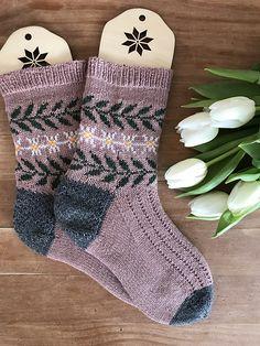 Ravelry: Star of the Snow socks pattern by Stone Knits Wool Socks, Knit Mittens, Knitting Socks, Hand Knitting, Finger Knitting, Knit Cowl, Baby Knitting Patterns, Knitting Stitches, Scarf Patterns
