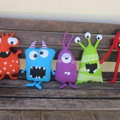 Monster Crafts, Felt Monster, Monster Dolls, Monster Birthday Parties, Monster Party, Adopt A Monster, Art For Kids, Crafts For Kids, Ugly Dolls