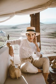 Spring - Neutral colors - Straw boater hat, white lace blouse, beige belted crop pants and bamboo bag. Casual Outfits, Cute Outfits, Fashion Outfits, Fashion 2018, Latest Fashion, Fashion Skirts, Sweater Outfits, Classy Outfits, Fashion Pants