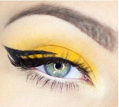 Yellow eyeshadow and winged liner