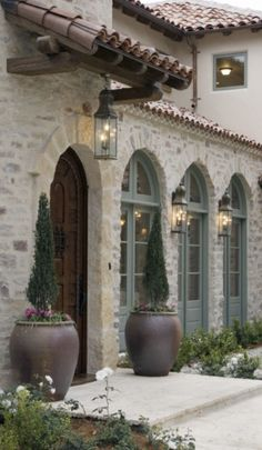 Tuscan design – Mediterranean Home Decor Spanish Style Homes, Spanish House, Spanish Colonial, Spanish Revival, Exterior Colors, Exterior Paint, Exterior Design, Door Design, Exterior Homes