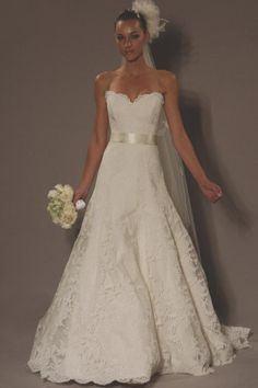 Love the sweetheart neckline and the lace