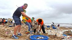 Hundreds Of Mumbaikars Cleaned 2.8 Lakh Kgs Of Trash In 5 Hours From Versova. KUDOS! www.sta.cr/2sgU3