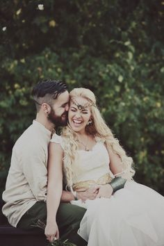 This Nashville couple hosted a most unexpectedly fabulous journey with their Lord of The Rings-themed wedding. There are truly exquisite Middle Earth details, a custom gown designed by the bride, A…