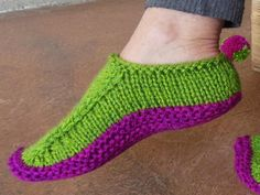 Knitting+Ideas | Pom Pom Shoes by PassionKnit | Knitting Ideas