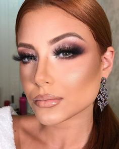 Know Makeup Course Andreia Venturini and become a makeup artist for success! See how the course works, what price and what you will learn. Baddie Makeup, Glam Makeup, Love Makeup, Bridal Makeup, Beauty Makeup, Makeup Looks, Huda Beauty, Facial For Dry Skin, Becoming A Makeup Artist