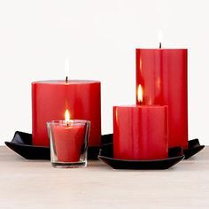 Red or Deep red Candles– Passion, energy, love, lust, relationships, sex, vitality, courage.  When to light them: Tuesday   Can help with: no preferable situation/problem