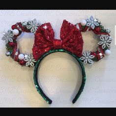 Red Christmas Wreath Minnie Ears with Lights Diy Disney Ears, Disney Mickey Ears, Disney Bows, Disney Diy, Disney Crafts, Disney Stuff, Disneyland Christmas, Minnie Mouse Christmas, Christmas Wreaths