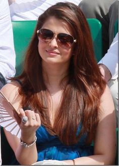 Fanning herself #AishwariyaRai