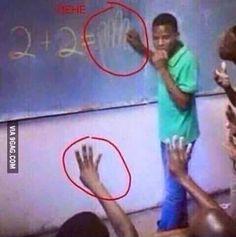 2+2=✋