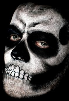 idée pour un maquillage d`Halloween avec des dents effrayants
