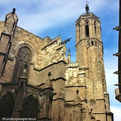The Catedral de la Santa Creu i Santa Eulàlia watches impassively the passing of time in a constantly moving and changing #Barcelona. Barcelona Cathedral was built over six centuries. http://instagram.com/catalunyaexperience