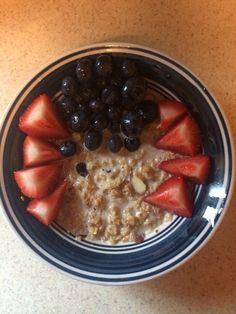 Avena, fresas y blueberries