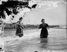 Dolors Roig Bergós a la platja, 1905 - 1925