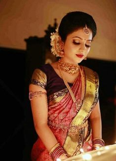 A magnificent sight to behold is the south Indian bride on her wedding day. Adorning her waist is a stunning vaddanam, a Bridal Hairstyle Indian Wedding, Indian Bridal Sarees, Bridal Silk Saree, Indian Bridal Hairstyles, Indian Bridal Fashion, Indian Bridal Makeup, Saree Wedding, South Indian Makeup, South Indian Wedding Saree
