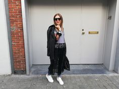 Dress over pants trend street style Dress Over Pants, Dress Outfits, Dresses, Different, Outfit Of The Day, Lace Dress, Normcore, Vogue, Street Style