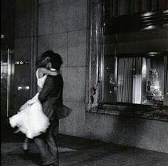 Imagem de love, couple, and black and white Black And White Aesthetic, Black N White, Vintage Couples, Vintage Love, Vintage Romance, Couple Aesthetic, Aesthetic Pictures, Photo Couple, Love Couple