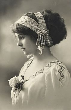 vintage photos of victorian women - - Yahoo Image Search Results Vintage Abbildungen, Images Vintage, Vintage Girls, Vintage Pictures, Vintage Photographs, Vintage Beauty, Vintage Outfits, Vintage Woman, Vintage Postcards