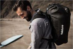 Finisterre, é uma marca de roupa que está comprometida com o design de produtos inovadores para os surfistas de água fria de todo o mundo. Para o seu mais recente empreendimento, a Finisterre se uniu com a Ortlieb, especialistas alemães de