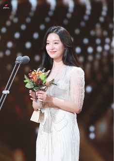 Khoảnh khắc mỹ nhân Hậu duệ mặt trời Kim Ji Won khiến fan nín thở vì đẹp... vượt cả chuẩn mực nữ thần - Ảnh 13. Fight My Way Kdrama, Kim Ji Won, Korean Star, Beautiful Asian Girls, Beautiful Women, Pretty And Cute, Korean Actresses, Red Carpet Fashion, Korean Beauty