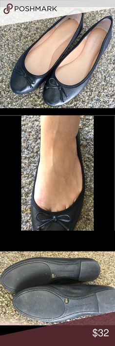 Banana Republic flats Nwot black flats with a bow cute for any occasion Banana Republic Shoes Flats & Loafers