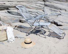 Spaghetti, LA chaise longue boho rétro pour l'outdoor!! Confort immédiate avec sa structure en aluminium et son assise en fil plastique. Merci FIAM👌 #fiam #fiamspaghetti #chaise_longue #chaiseoutdoor  #relax #retro #boho #bohochic #bohogarden #plage #mobilierdejardin #jardin #balcon #terrasse #lété #designitalien #vivredehors #outdoor #outdoordesign #outdoordeco #déco #décoration #mobilierexterieur #gardeninspo #gardenfurniture #decooutdoor @halo_concept 📷cred @bodilfotograf Outdoor Seating, Outdoor Chairs, Outdoor Decor, Garden Furniture, Outdoor Furniture, Pallet Size, Halo, Silk Screen Printing, Everyday Objects