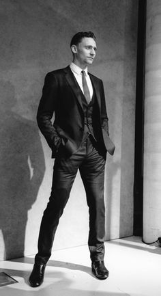 I love it when a hot guy wears slacks so tight you van see every detail of his... um, *hand* in his pocket. Tom Hiddleston is just too hawt for words....