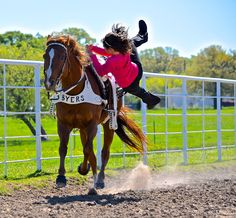 """doing trick """"Mid-Vault"""". Yoga Pictures, Prom Pictures, Horse Pictures, Wedding Pictures, Trick Riding, Dream Stables, Best Friend Pictures, Pretty Horses, Vaulting"""