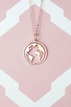 World map necklace - Weltkugel Kette Stylish Jewelry, Cute Jewelry, Bridal Jewelry, Jewelry Accessories, Jewelry Necklaces, Bracelets, Women Jewelry, Fashion Jewelry, Jewelry Design