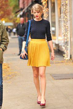 Taylor Swift 11/22/11  #Celebrities  Blusa: http://abr.io/2JeM  Saia: http://abr.io/2JeQ  Peep Toe: http://abr.io/2JeU  Bolsa: http://abr.io/2JeY