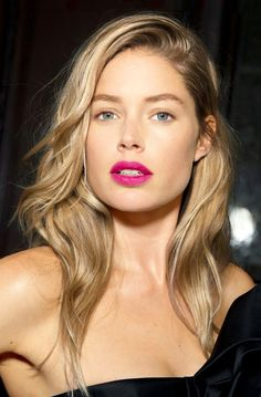 Doutzen Kroes // long blonde hair & bright fuchsia pink lips #beauty #model #backstage #makeup #lipstick