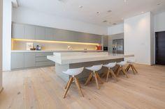 Minimalist Kitchen | Kährs Oak Olof | Interiors by Marie Laurent Architecture | Cayan Tower Dubai Marina #nordichomeworx #kährs #wood #woodflooring #parquet #floors #floor #wood #dubai #mydubai #uae #middleeast #renovation #villa #familyhome #oak #interiors #interiordesign #design #inspiration #inspo #deco #sweden #scandinaviandesign #studiozee #photography
