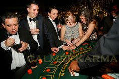 Great gatsby and roaring casino entertainment. gatsby e Casino Night Party, Casino Theme Parties, Gangster Party, Great Gatsby Themed Party, Casino Costumes, Vegas Theme, Party Food Themes, Poker Party, Casino Outfit