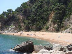 Playa Senyor Ramón.  Tiene un acceso difícil, ya que está rodeada de acantilados. Pero incluso así vale la pena acercarse a la playa del Señor Ramon. Más info: http://lamejorplaya.es/guia/playa-senyor-ramon/
