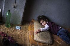Syrian refugee. También hacen parte de nuestro mundo. Vale acaso su vida menos? www.narenjtree.org